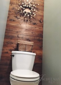 DIY Bathroom Accent Pallet Wall